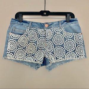 ✨NWOT Pretty Lace Jean Shorts✨
